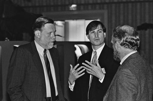 Uno dei fondatori di Adobe Chuck Geschke e John Warnock con Steve Jobs, 1985