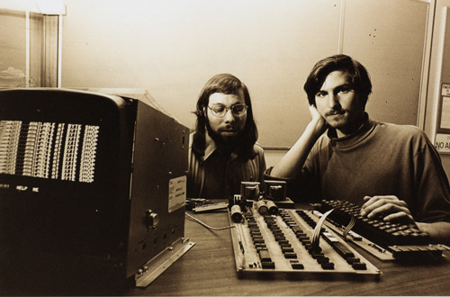 Steve Wozniak e Steve Jobs conl'Apple I, 1976